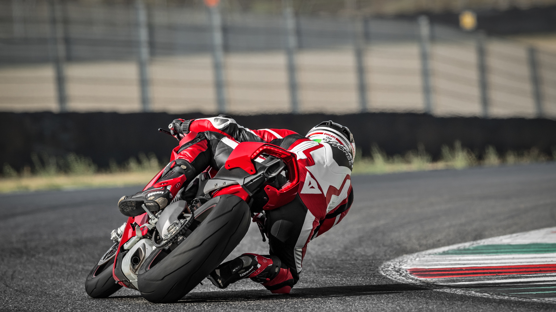 New Ducati Panigale V4 finally hits European showrooms!