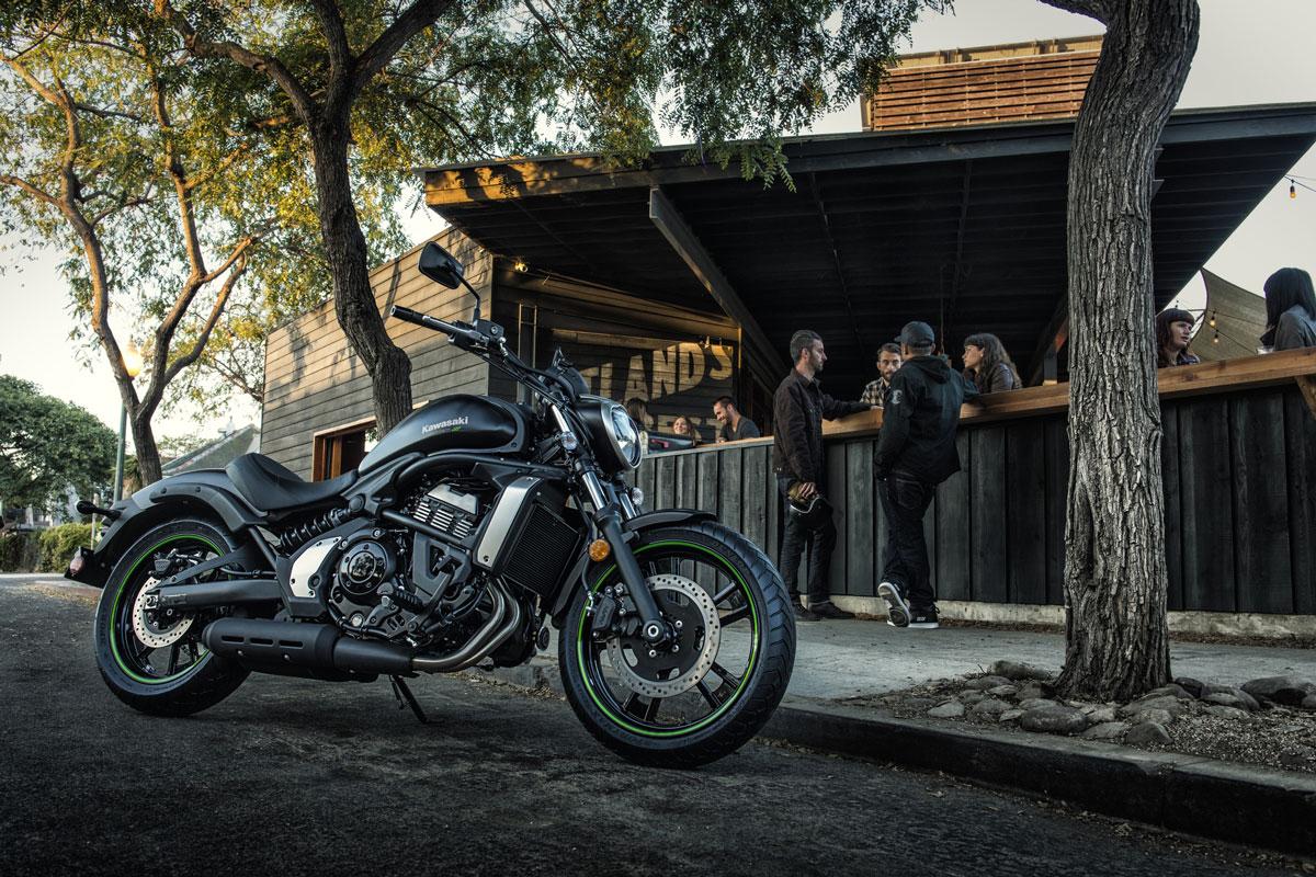 Take a look at the aesthetics of the black beauty Kawasaki Vulcan S