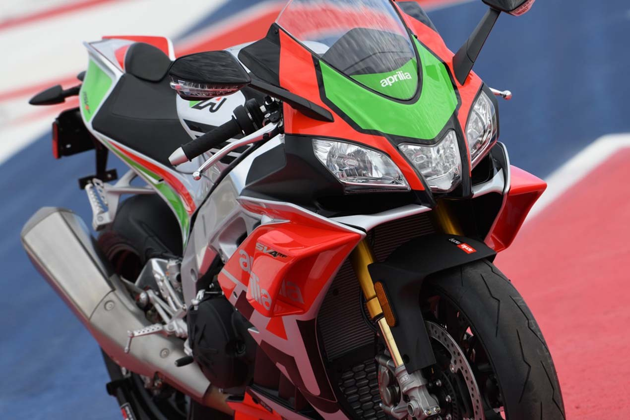 Aprilia brings the winglets to the streets with the RSV4 RF LE