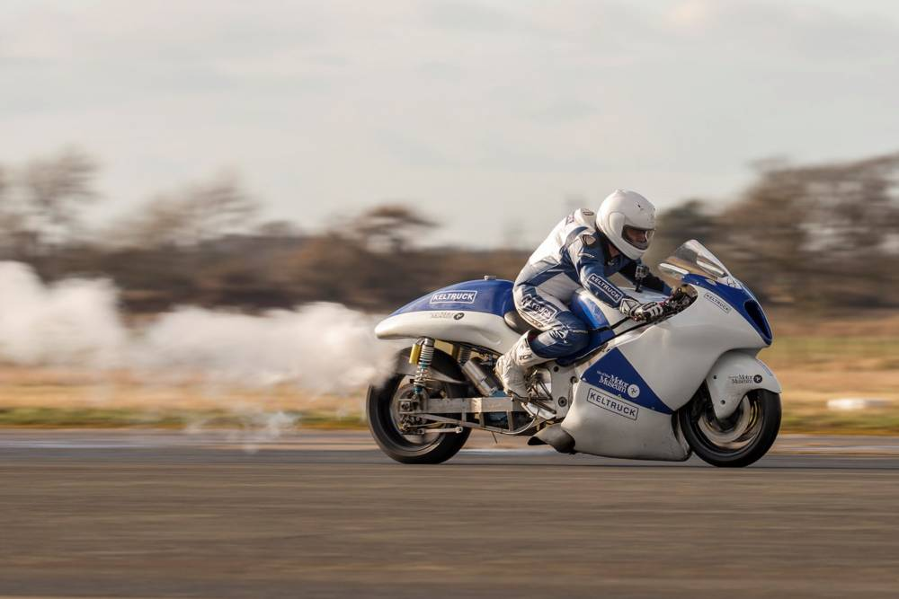 Suzuki Hayabusa with a vapor engine hopes to reach 200 km/h!