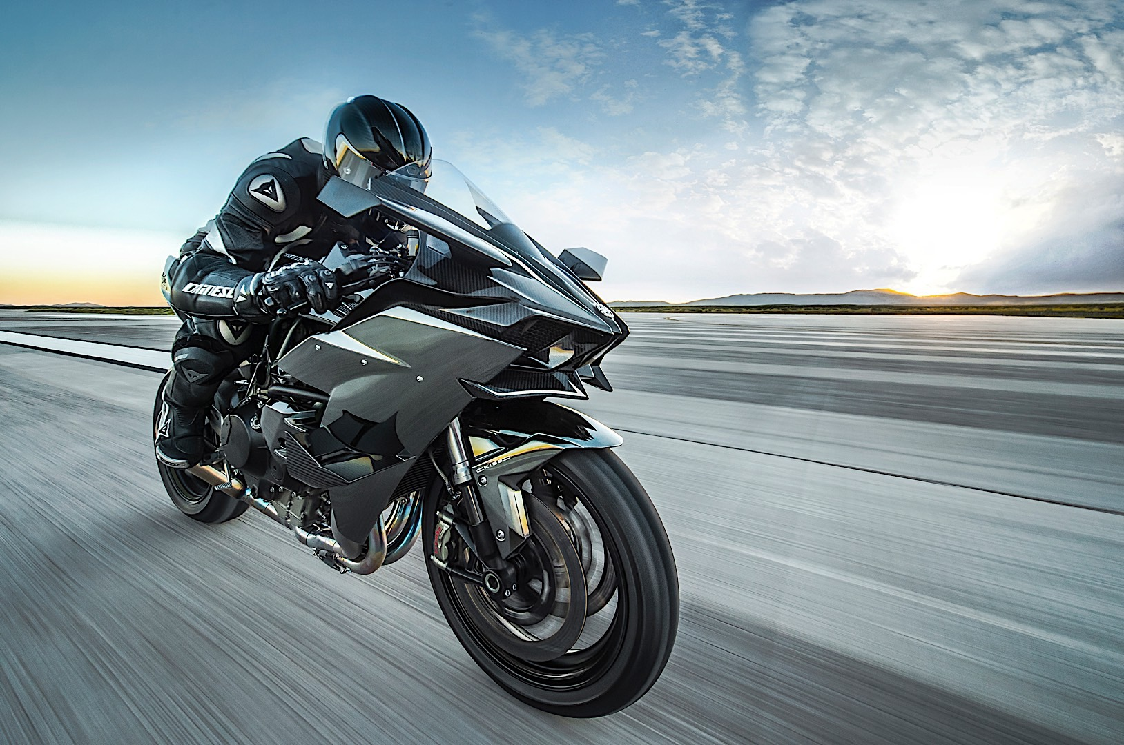 Tom Cruise to ride a Ninja H2R in Top Gun sequel