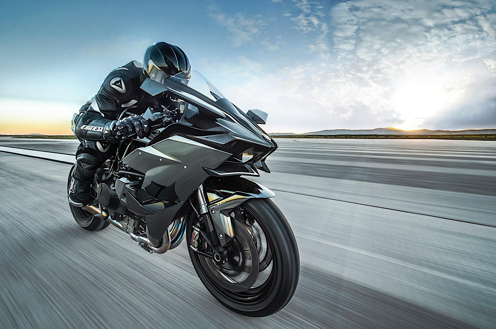 Tom Cruise to ride a Ninja H2R in Top Gun sequel