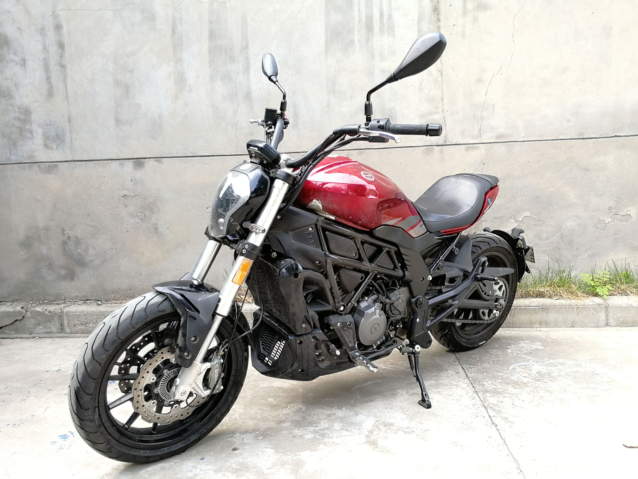 New Benelli 502S it's just like a mini-Diavel