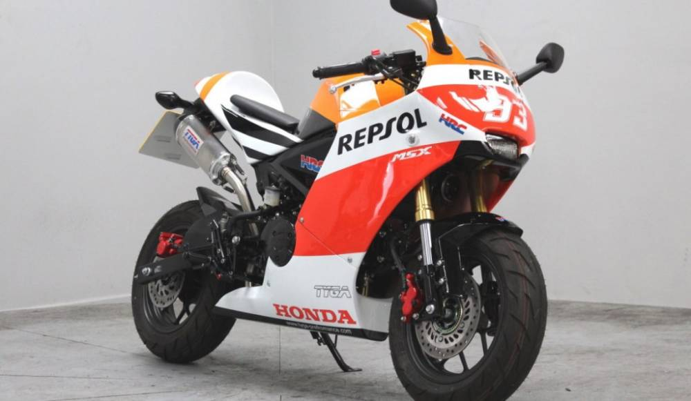 Honda MSX125 transformed to look like a mini-RCV from MotoGP