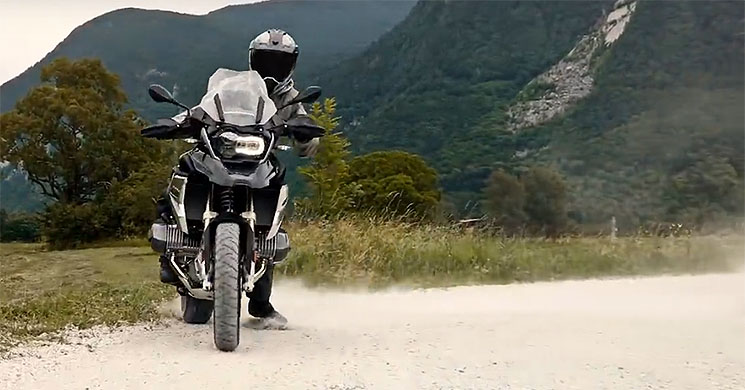 New BMW R1250 GS ShiftCam system explained in video
