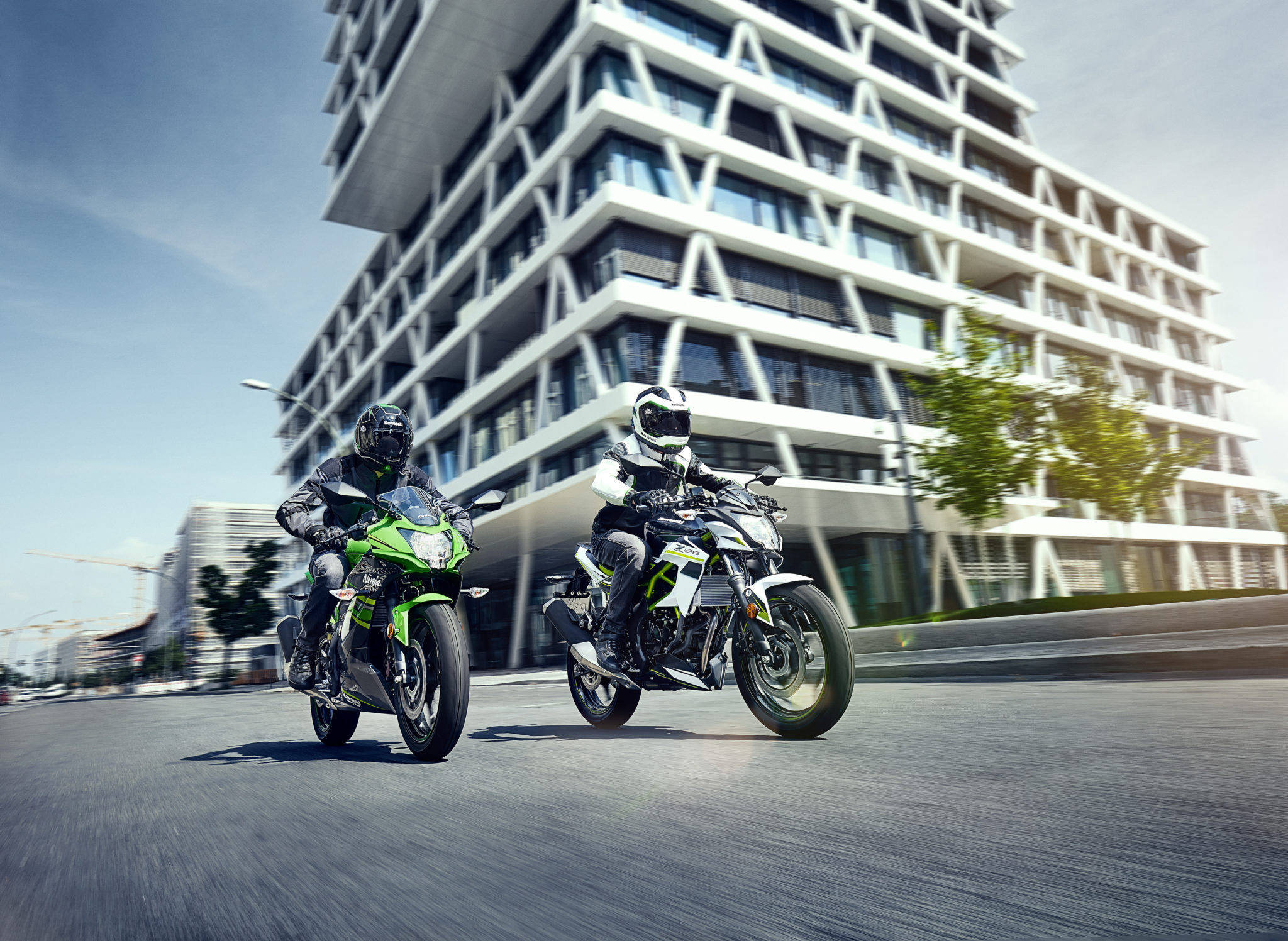 New Kawasaki Ninja and Z125 break cover at INTERMOT