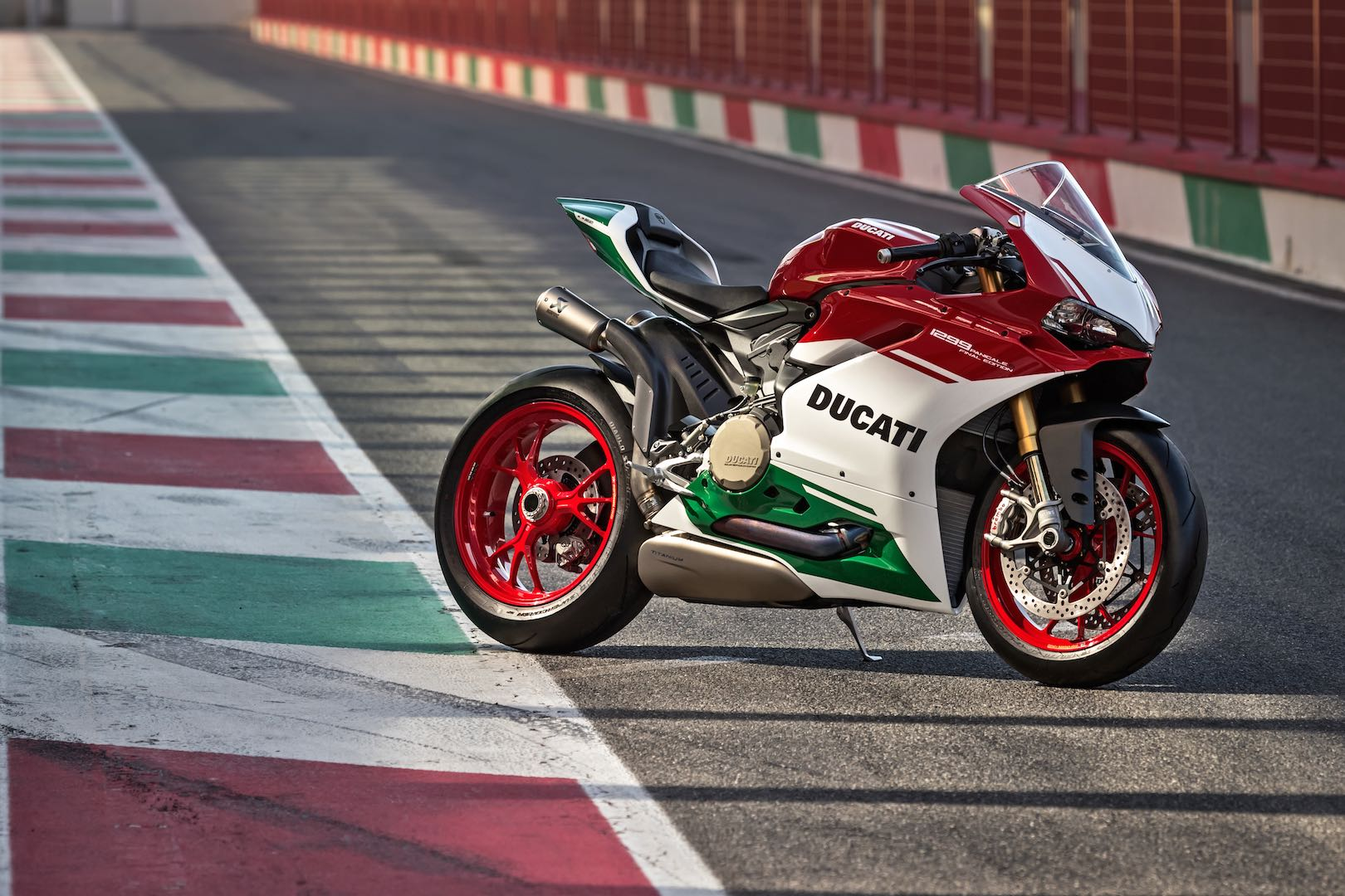 This is your last chance to own a 1299 Panigale R Final Edition