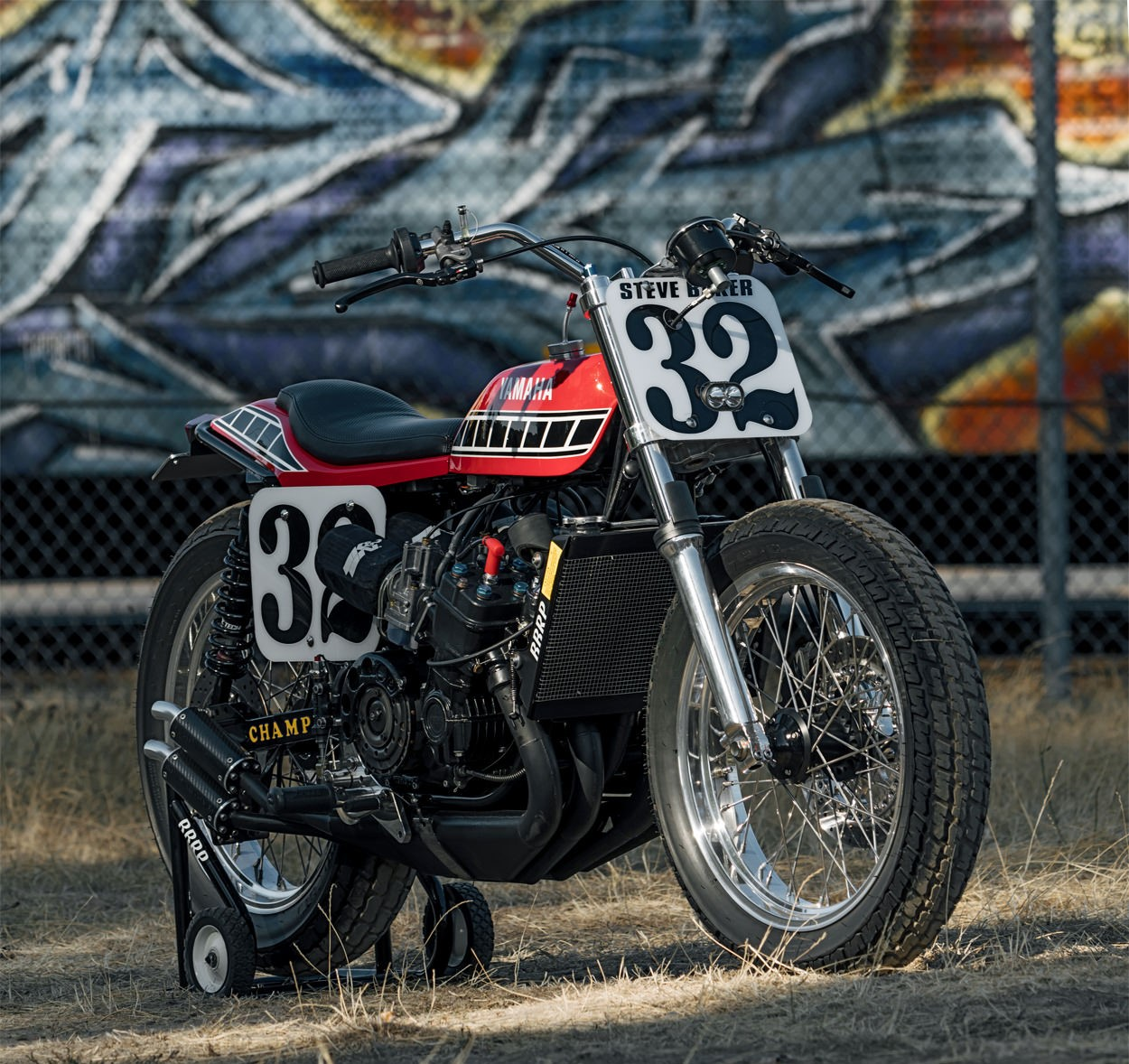 Xe Yamaha TZ750 sẽ làm cho bạn rất hào hứng và phấn khởi!