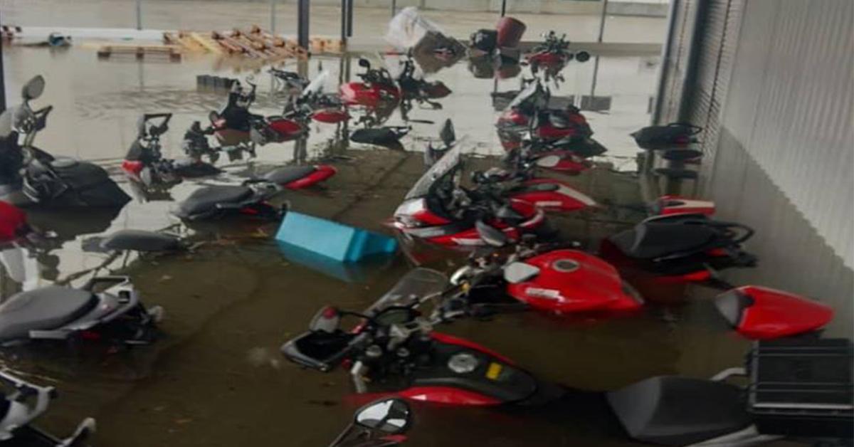 [Malaysia] Ngập lớn khiến Ducati Petaling Jaya chìm trong biển nước!