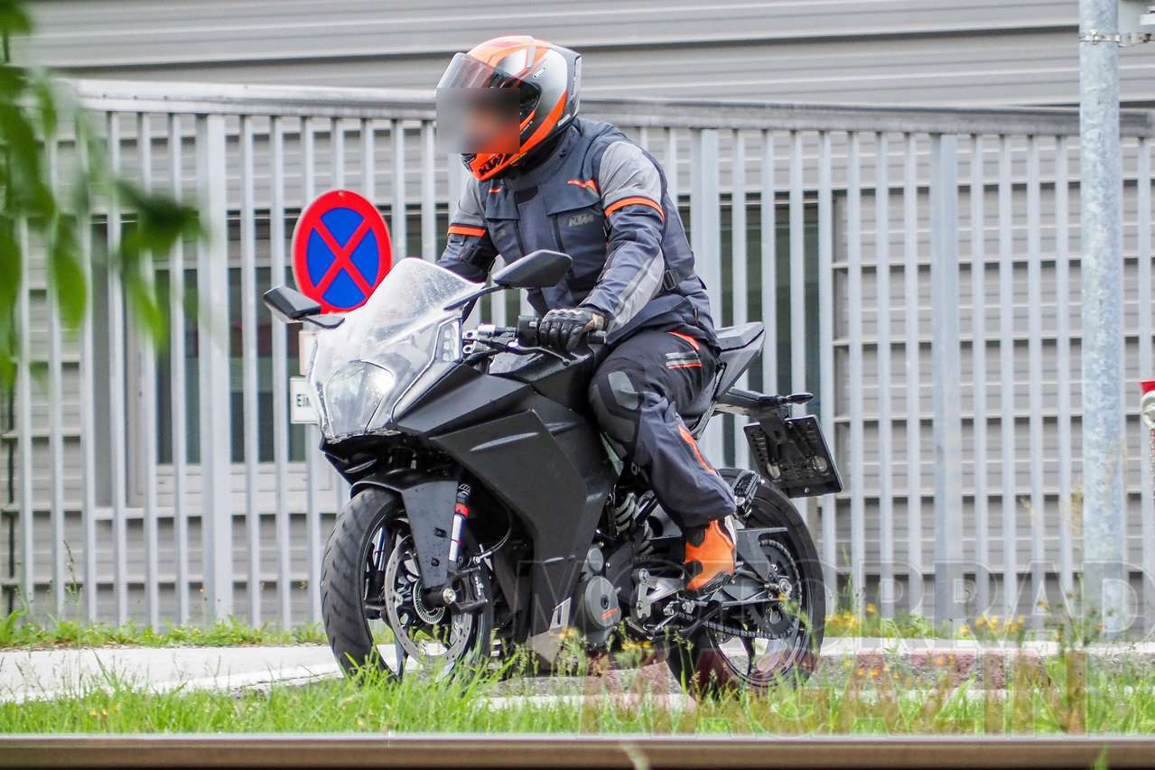 New 2021 KTM RC390 spotted with major updates!